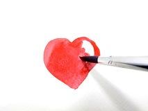 Het schilderen van rood hart met waterkleur Royalty-vrije Stock Afbeeldingen