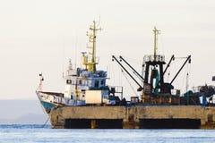 Het schip bij de meertros Stock Afbeelding