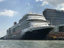 Het schip Costa Luminosa van de cruise stock foto