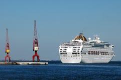 Het Schip dat van de cruise in Lissabon dokt Stock Foto
