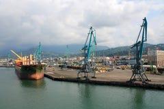 Het schip in de haven Stock Afbeeldingen