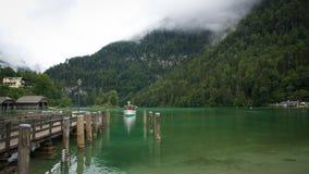 Het Schip die van de Alpen van Duitsland de haven ingaan stock foto