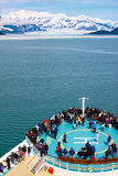 Het Schip die van de Cruise van Alaska Gletsjer Hubbard naderen stock fotografie