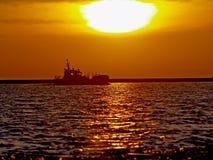 Het schip gaat binnen naar het overzees Stock Fotografie