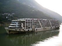 Het schip op de rivier Royalty-vrije Stock Afbeeldingen