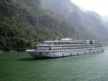 Het schip op de rivier Stock Fotografie