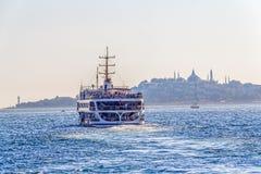 Het schip vaart Istanboel Stock Foto