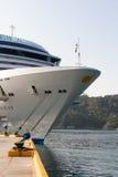 Het schip van Cuise dat in haven wordt gedokt Royalty-vrije Stock Afbeeldingen