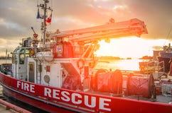 Het schip van de brandredding stock afbeeldingen