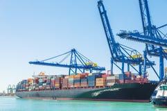 Het schip van de container in haven stock foto
