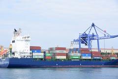 Het schip van de container in de haven royalty-vrije stock foto's