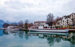 Het Schip van de cruise bij Annecy Kanaal, Frankrijk Royalty-vrije Stock Afbeelding