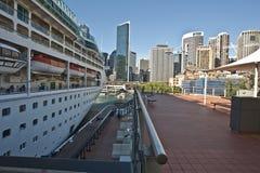 Het schip van de cruise bij de Kade Stock Foto's