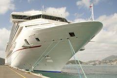 Het schip van de cruise bij dok Stock Fotografie