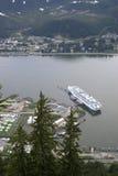 Het schip van de cruise bij dok in Juneau Alaska royalty-vrije stock foto