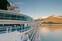 Het schip van de cruise bij haven Royalty-vrije Stock Afbeeldingen
