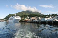 Het Schip van de cruise bij Haven Stock Afbeelding