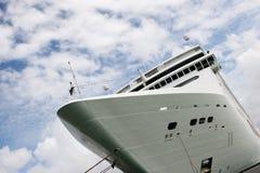 Het schip van de cruise bij haven Royalty-vrije Stock Foto