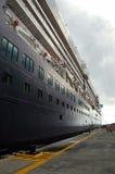 Het Schip van de cruise bij Haven in de Caraïben Royalty-vrije Stock Afbeelding