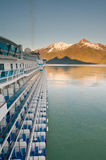 Het schip van de cruise dat bij haven wordt geparkeerd Stock Afbeeldingen