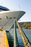 Het schip van de cruise dat in haven wordt vastgelegd Stock Afbeelding