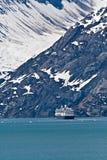 Het Schip van de cruise in de Baai van de Gletsjer, Alaska stock fotografie