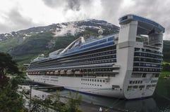 Het schip van de cruise in de haven Royalty-vrije Stock Fotografie