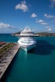 Het Schip van de cruise in Heilige Thomas Bay, USVI Stock Afbeeldingen
