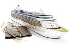 Het schip van de cruise met paspoort en glazen Royalty-vrije Stock Afbeeldingen