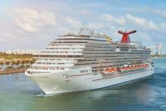 Het schip van de cruise in Miami stock foto