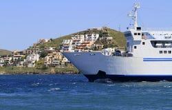 Het schip van de cruise naast eiland Kea, in Griekenland Royalty-vrije Stock Foto's