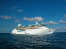 Het schip van de cruise op overzees Royalty-vrije Stock Foto