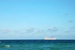 Het Schip van de cruise in Overzees Royalty-vrije Stock Foto's