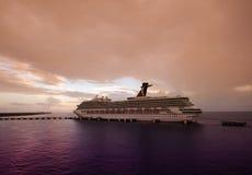 Het schip van de cruise in schemering Royalty-vrije Stock Foto