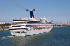 Het Schip van de Cruise van Outwardbound Stock Foto's