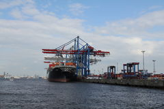 Het schip van de de havencontainer van Hamburg Stock Afbeeldingen