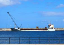 Het schip van de Emprtycontainer in een vroegere haven Royalty-vrije Stock Afbeelding