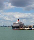 Het schip van de koninginvictoria cruise bij Southampton Dokken Engeland het UK stock afbeeldingen