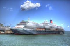 Het schip van de koninginvictoria cruise in Southampton dokt Engeland het UK als het schilderen in HDR stock afbeelding