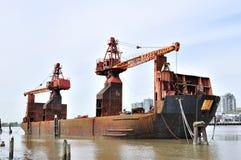Het schip van de kraan op rivier Fraser Stock Fotografie