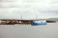 Het schip van de LNGtanker in de haven van Cristobal, Panama royalty-vrije stock foto's