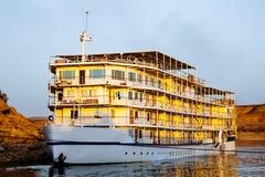 Het schip van de luxecruise bij meer Nasser Egypte stock fotografie