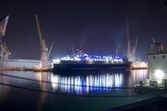 Het schip van de passagier in Haven Royalty-vrije Stock Afbeelding