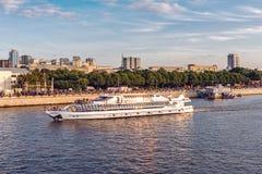 Het schip van de Radisson-vloot in het Park van Gorky stock foto's