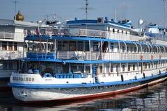 Het schip van de riviercruise Stock Afbeeldingen