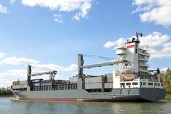 Het schip van de vracht op het Kanaal van Kiel Stock Foto