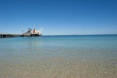 Het Schip van de Vracht van de lading bij Pier Royalty-vrije Stock Fotografie
