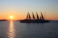 Het Schip van de zonsondergang royalty-vrije stock afbeeldingen