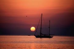 Het schip van de zonsondergang Royalty-vrije Stock Foto's