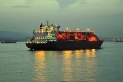 Het schip van het LNG voor aardgas Stock Foto's